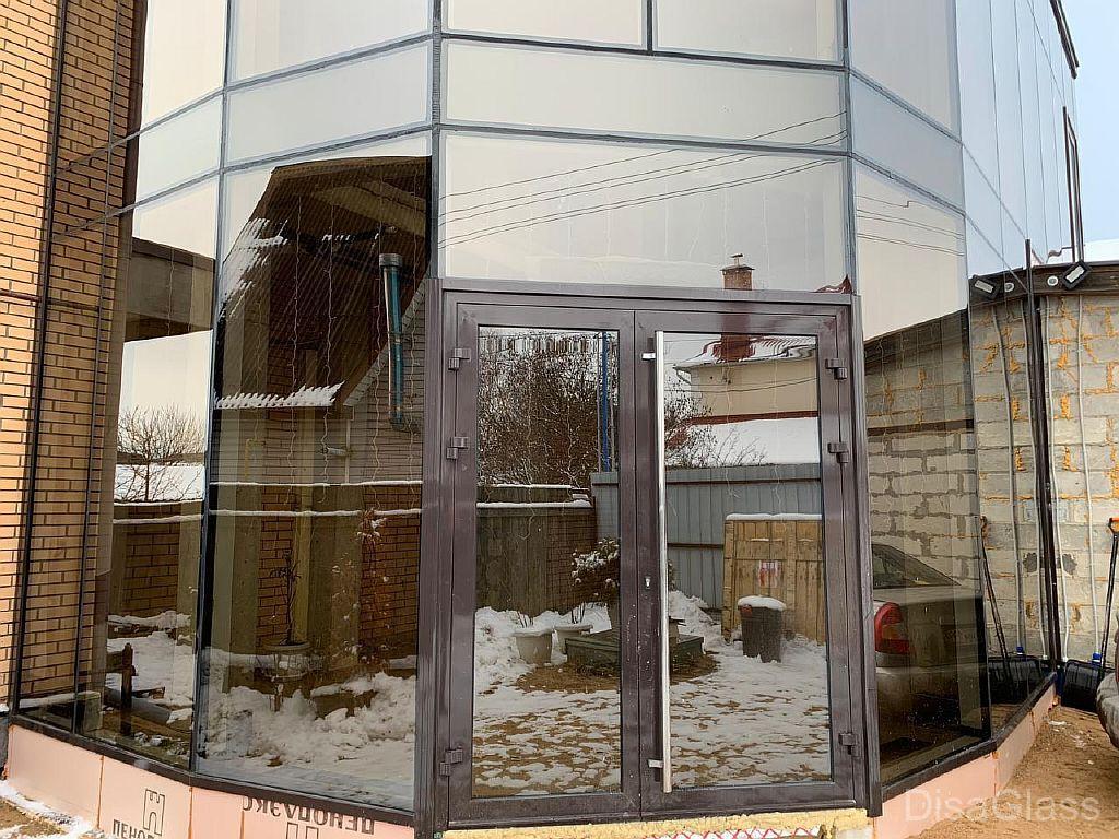 Алюминиевые двери в торговое здание