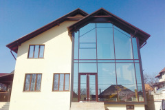 fasadnoe-osteklenie-chastnogo-doma