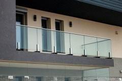 steklyannoe-ograzhdenie-balkona-2