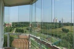Frantsuzskij-balkon-s-panoramnym-ostekleniem-v-pol