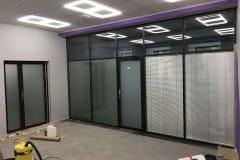 peregorodki-iz-stekla-v-ofise-na-nikolojamskom-7