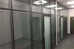 peregorodki-iz-stekla-v-ofise-na-nikolojamskom-9