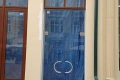 stekljannye-dveri-i-kozyrek-1