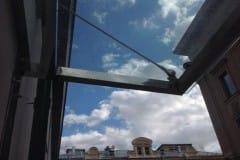 stekljannye-dveri-i-kozyrek-13