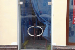 stekljannye-dveri-i-kozyrek-4