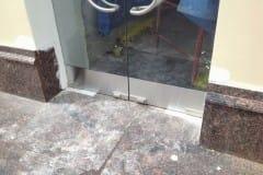 stekljannye-dveri-i-kozyrek-5
