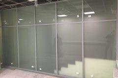 stekljannye-peregorodki-v-administrativnom-zdanii-1