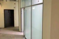 stekljannye-peregorodki-v-administrativnom-zdanii-3