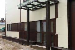 stekljannyj-naves-nad-vhodom-proizvodstvennogo-zdanija-10