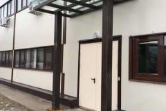 stekljannyj-naves-nad-vhodom-proizvodstvennogo-zdanija-6
