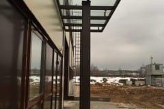 stekljannyj-naves-nad-vhodom-proizvodstvennogo-zdanija-9