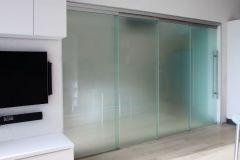 razdvizhnye-stekljannye-peregorodki-4
