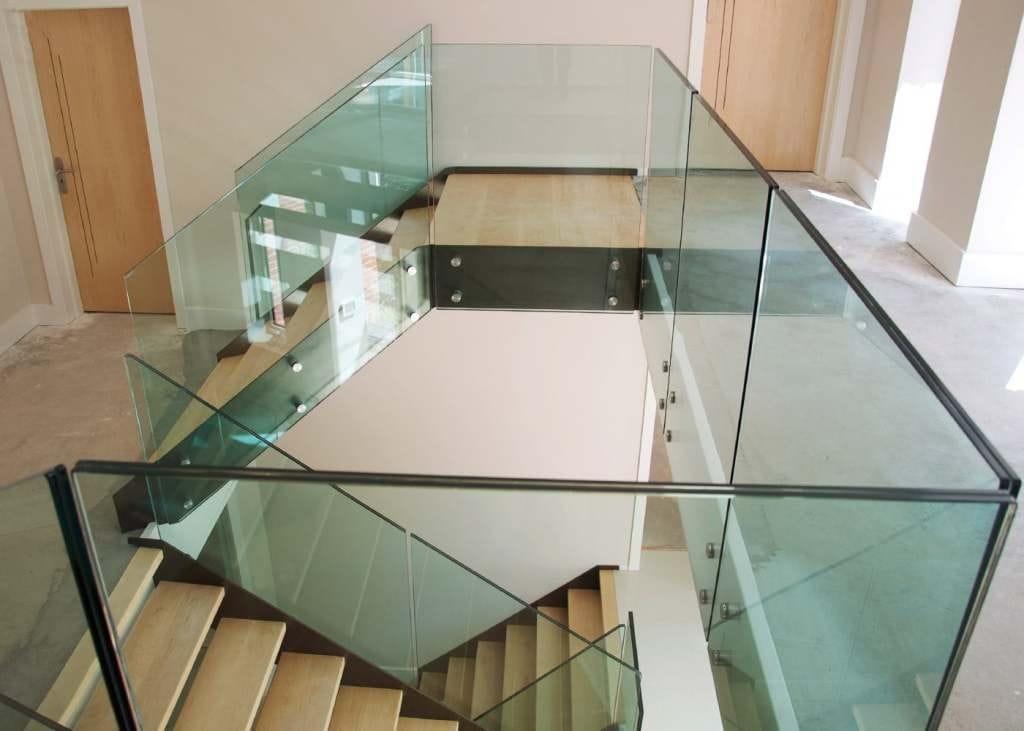 steklo-dlya-lestnic-10