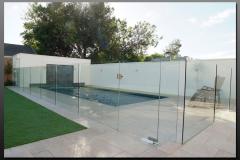 Frameless-Pool-Fence