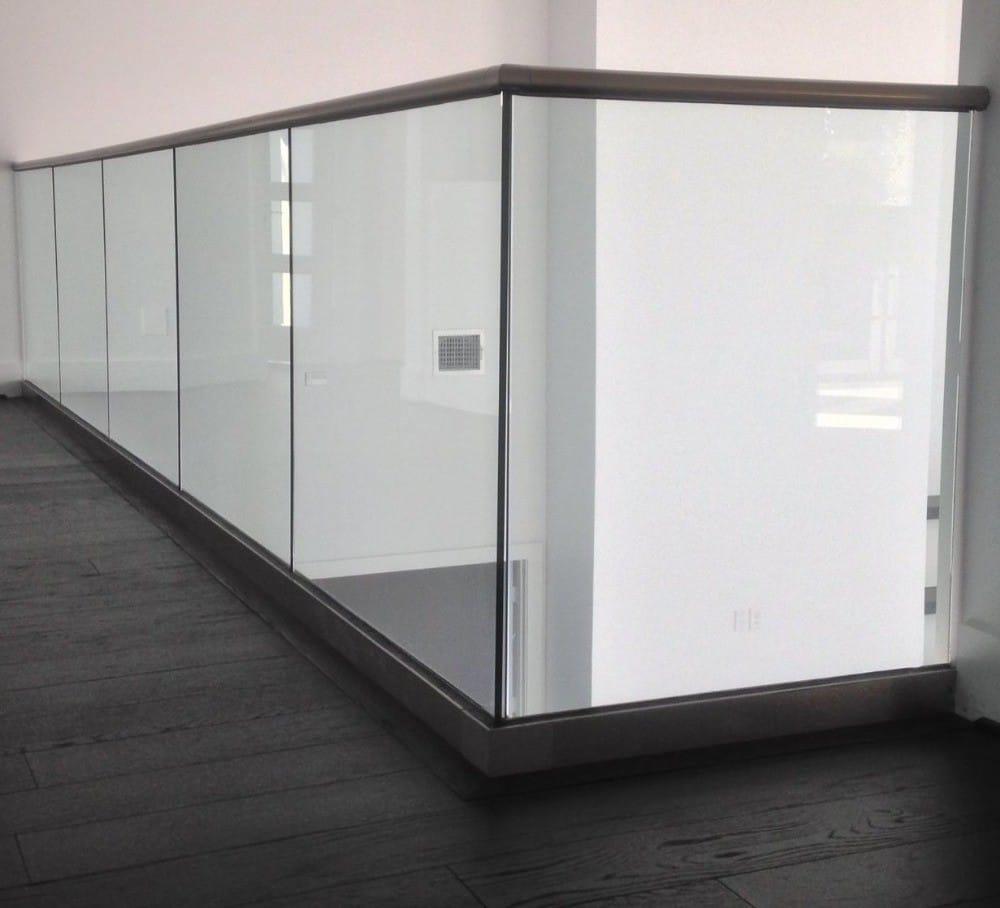 Ограждения из стекла на зажимном профиле
