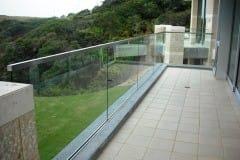 stekljannye-ograzhdenija-balkona