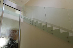 Ограждения из стекла на точках