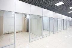 stekljannye-torgovye-peregorodki-9