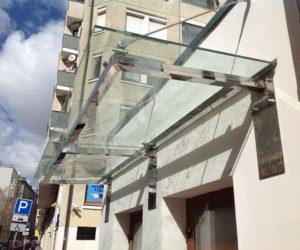 стеклянные двери и козырек