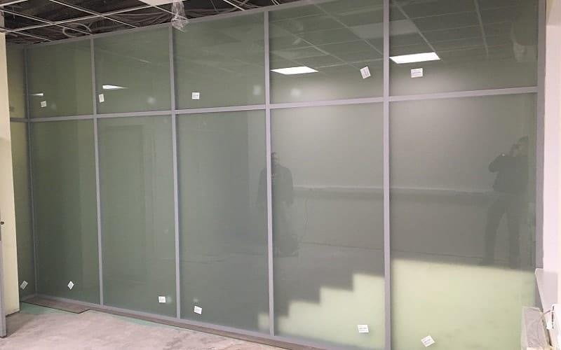 Стеклянные перегородки в административном здании