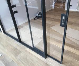 Конструкции из стекла в интерьере элитной квартиры