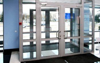 Алюминиевые двери: преимущества и недостатки