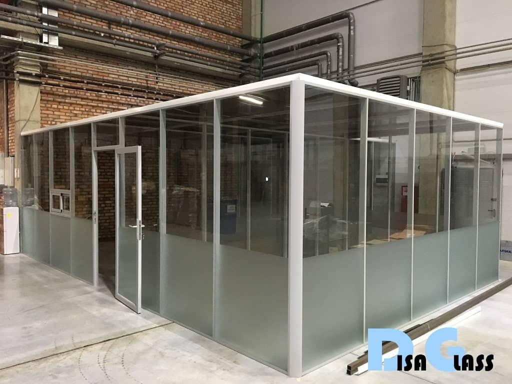 Светопрозрачное офисное помещение в складском комплексе
