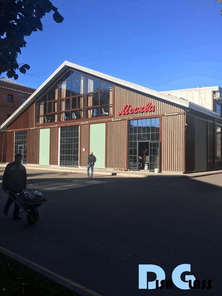 Светопрозрачные витражи фасадов здания свободного назначения