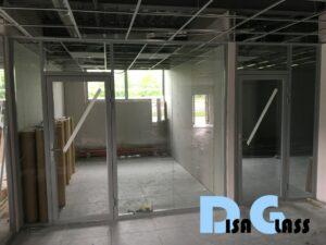 Светопрозрачное офисное зонирование здания