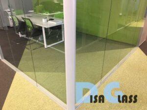 поворотный профиль для стекла
