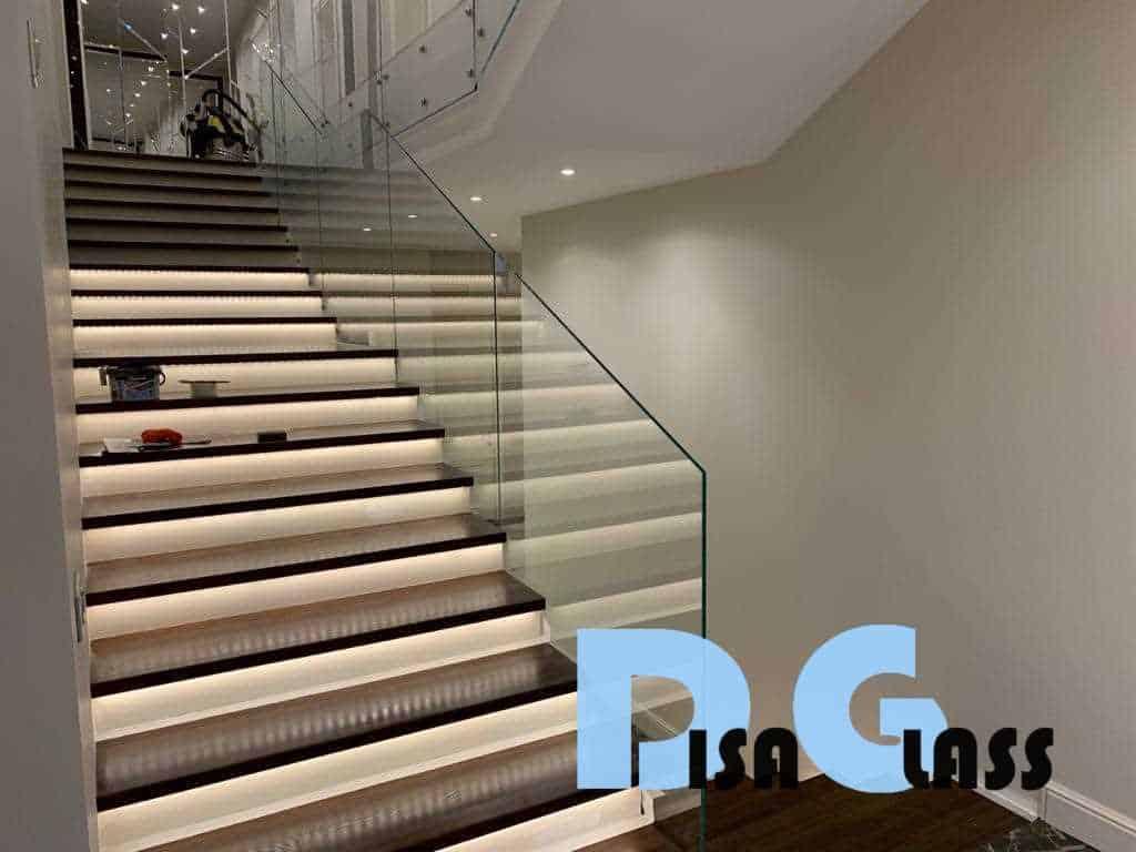 Цельностеклянные элементы архитектуры современного коттеджа, 2-й этап