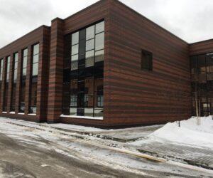 Алюминиевые витражи в фасадах здания свободного назначения