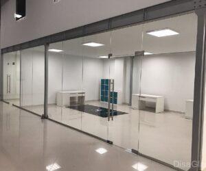 Остекление витрин магазинов в торговых центрах